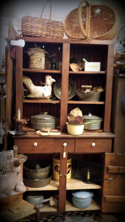 primitive antiques, farmhouse furniture